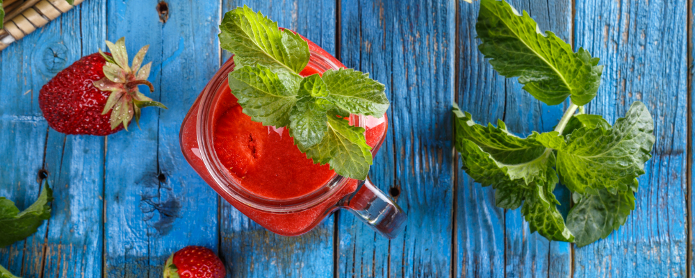 Strawberry Mint Smoothie with Green Tea